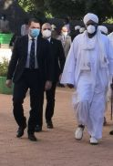 وفد مصري يُقدم واجب العزاء في وفاة الإمام الصادق