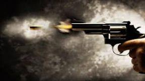 زوجة تطلق الرصاص على زوجها لهذا (...) السبب