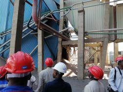 وزير الطاقة والتعدين يتفقد محطة كهرباء قري 4