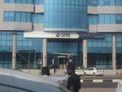 العاملون ببنك قطر الوطني يدخلون في إضراب عن العمل اليوم