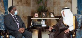 مستشار خادم الحرمين يلتقي السفير السوداني بالسعودية