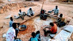 تصريحات خطيرة لمعدنين سودانيين حول إستيلاء شركات أجنبية على مناجمهم