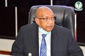 وزير الصحة يكشف عن أزمة حادة في مجال الأدوية