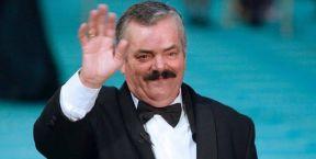 «صاحب أشهر ضحكة في العالم».. وفاة الممثل الكوميدي «الريستاس»