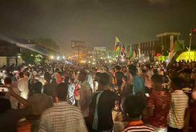 آلاف الثوار يشيعون الشهيد عثمان بمقابر البكري