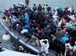 مع تفاقم الأزمة الاقتصادية.. تزايد هجرة السودانيين لليبيا وأسر تنتظر مصير أبنائها ما بين الصحراء والبحر