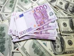 تقارب نادر لسعر الدولار بين البنوك والسوق السوداء