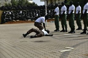 """الاستخبارات العسكرية تُخرِّج جنود حراسة """"الشخصيات المهمة"""" يتبعون لقوات عقار ومناوي"""