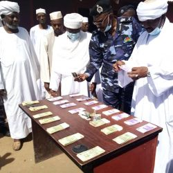 ضبط شبكة لتوزيع الأموال المزيفة بالقضارف.. في وقفة العيد